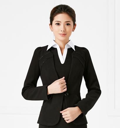 专业白领衬衣定制如何选择好的厂家?圣达信专业定制更诚信